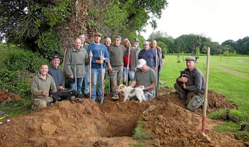 dimanche-une-equipe-de-benevoles-de-la-societe-de-chasse-a_3472122.jpg